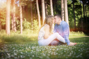 couple kissing in Sefton Park by Samantha Brown Photography